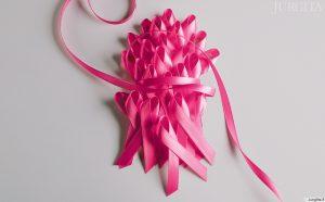 Spalis - kovos su krūties vėžiu mėnuo