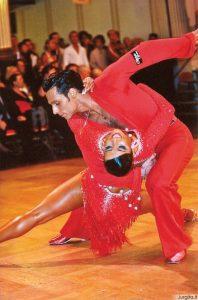 Į TEMĄ –  Kaip išgydyti šokių virusą? Šokti!