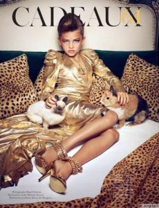 """Prieštaringoje fotosesijoje - jauniausi modeliai """"Vogue"""" istorijoje"""