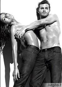 Calvin Klein ir toliau intriguoja super seksualiais vaizdais