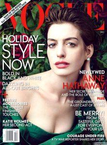 """Fotografė Annie Leibovitz pristatė įspūdingą """"Vogue"""" žurnalo fotosesiją su filmo """"Vargdieniai"""" žvaigždėmis"""
