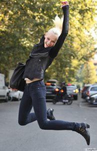 Pasisemk idėjų: modelių gatvės stilius per Milano mados savaitę