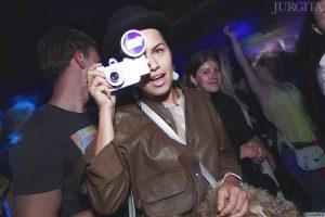 """Vakarėlių stilius: žmonės Nicolas Jaar koncerte """"Lofte"""""""