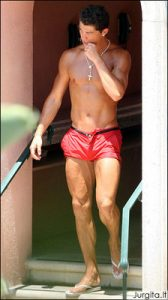Gėjų džiaugsmui: Christiano Ronaldo įvedė superseksualių šortų madą