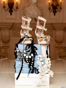 Drabužių ir batų rojus Suzanne Rogers spintoje