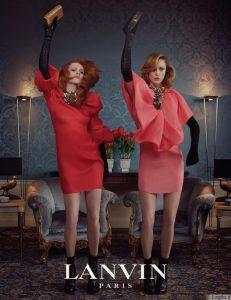 Raudonos ateinančio sezono reklamos