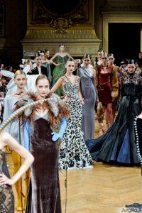 Žemę šluojanti prabanga: Haute Couture ruduo/žiema 2011/2012