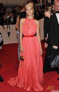 20 gražiausių suknelių MET pokylyje