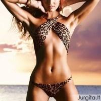 Vasaros besiilgint: Victoria's Secret maudymosi kostiumėlių mados