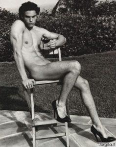 Dizainerį Karl Lagerfeld įkvepia nuogi vyrai