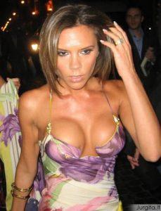 """Victoria Beckham susimažino krūtinę tam, kad patektų ant """"Vogue"""" viršelio"""